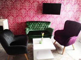 Doppelzimmer mit extravagantem Sofa
