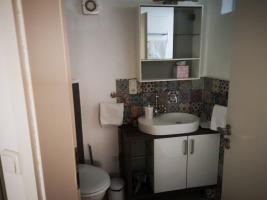 Appartement: Badezimmer mit begehbarer Dusche